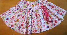 El verano pasado le hice esta falda a mi nieta mayor. Al parecer es una de su favoritas: los colores, la comodidad para vestirse ella mism...