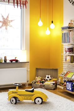 Wandfarbe nach den Feng Shui Regeln aussuchen I en annan färg? What a fantastic way to add a pop of colour to a kids bedroom or nursery. Via I en annan färg? What a fantastic way to add a pop of colour to a kids bedroom or nursery. Kids Corner, Yellow Kids Rooms, Yellow Playroom, Yellow Bedrooms, Yellow Walls Bedroom, Yellow Nursery, Red Walls, Bedroom Wall, Bedroom Decor