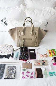 Step by step instructions to Start a Purse Party Business – The Keys to Success – Bags & Purses What In My Bag, What's In Your Bag, My Bags, Purses And Bags, Inside My Bag, What's In My Purse, Purse Essentials, Divas, Celine Bag