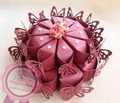 "Képtalálat a következőre: ""cake box ideas for wedding"" box cake Diy Gift Box, Diy Box, Chocolate Box Cake, Cupcake Clipart, Cake Packaging, Origami Box, Chocolate Packaging, Paper Cake, Candy Boxes"