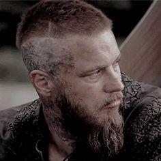 Cabelo Ragnar Lothbrok, Ragnar Lothbrok Vikings, Arte Viking, Vikings Travis Fimmel, Vikings Season, Nordic Vikings, Cultura Pop, Hair And Beard Styles, Funny Clips