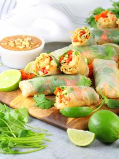 Very healthy foods For Women: 3 Ways to Conquer Your Food Cravings Thai Appetizer, Appetizer Dishes, Easy Appetizer Recipes, Yummy Appetizers, Asian Appetizers, Thai Spring Rolls, Chicken Spring Rolls, Tamales, Asian Recipes