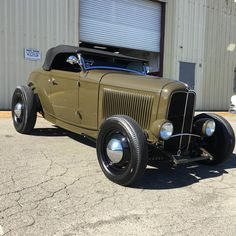 Living The Highboy Life Custom Muscle Cars, Custom Cars, Retro Cars, Vintage Cars, Street Rods For Sale, 32 Ford Roadster, Car Man Cave, Traditional Hot Rod, 1932 Ford
