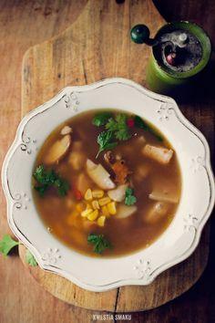Zupa grzybowa z kurczakiem i kukurydzą