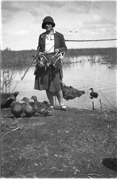 Zofia Chomętowska podczas polowania na kaczki, koniec lat 20.
