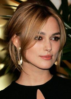 Keira Knightley is a very nice woman. I love his voice and hair. She loves to be natural brown hair. The open ends of the hair blond, golden yellow. Long Bangs, Thin Bangs, Light Brown Hair, Brown Hair Colors, Hair Colour, Hair Dos, New Hair, Hair Inspiration, Blonde Hair