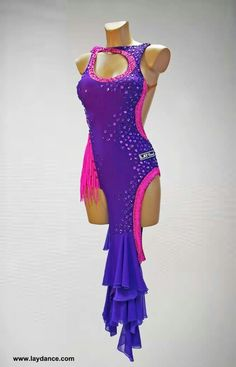 Cool lines latin dress Stage Outfits, Dance Outfits, Latin Ballroom Dresses, Ballroom Dancing, Baile Latino, Salsa Dress, Queen Outfit, Figure Skating Dresses, Dance Costumes