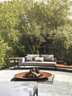 verkohltes holz und naturstein f r die fassade eines hauses in italien garten pinterest. Black Bedroom Furniture Sets. Home Design Ideas
