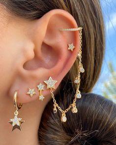 Pretty Ear Piercings, Ear Peircings, Types Of Ear Piercings, Auricle Piercing, Female Piercings, Ear Jewelry, Cute Jewelry, Body Jewelry, Jewelry Accessories