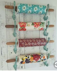 Use hooks to hold rolling pins Pioneer Woman, kitchen, hooks pioneer woman kitchen accessories - Woman Accessories Pioneer Woman Dishes, Pioneer Woman Kitchen, Pioneer Women, Pioneer Woman Bakeware, The Pioneer Woman, Kitchen Hooks, Kitchen Redo, Lemon Kitchen, Kitchen Towels
