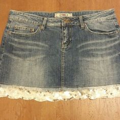 Ymi jean skirt Lighter blue jean with white lace/ silver sequin trim. Front and back pockets that have stitching detail s. Reeeeeeaaalllly cute ! YMI Skirts Midi