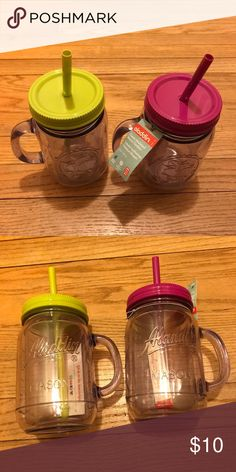 Plastic mason jar like reusable drink containers With handles and brand new with tags! Comes with reusable straws. One pink and one green. Never used! One set of two. aladdin Other