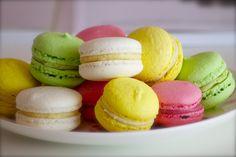 Megérkezett a trendi francia sütemény receptje. Az elkészítése nem könnyű, sok türelemre és kitartásra van szükség, de megéri!