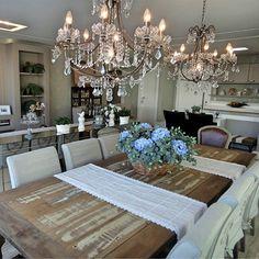 Sala de jantar com decor rústico e clássico!  Veja mais detalhes em nosso Projetos em Destaque!  Cadastre-se gratuitamente e faça parte dessa comunidade que compartilha e curte tudo sobre decoração, arquitetura e construção!  Projeto: Gabriela Herde @gabrielaherde