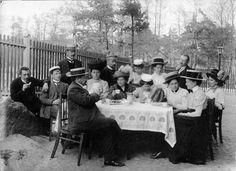 Teachers' coffeebrake - Opettajat kahvilla, Vallila Helsinki, 1910