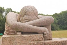 """Le repos du tailleur.Parc de sculptures """"Christian Gad"""" .Ploumanach.Bretagne"""