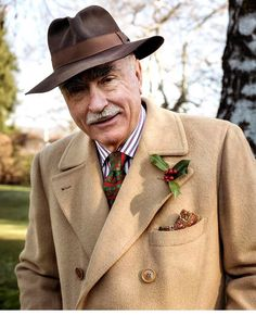 Fashion For Men Over 60, Older Mens Fashion, Old Man Fashion, Men's Fashion, Gentleman Mode, Gentleman Style, Men's Style Icons, Italian Hat, Polo Coat