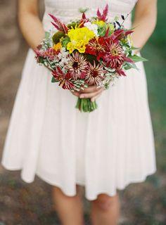 Ramo de novia de zinnias :: Seasonal zinnia bouquet by Holly Heider Chapple flowers