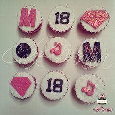 Cupcakes decorados    #cupcakes #decorated #fondant #diamond #M18 #music #white #pink #black #glitter #decorados #pastaamericana #diamante #musica #branco #rosa #preto #brilho