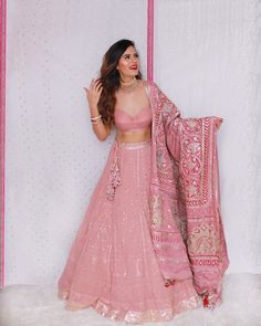 Party Wear Indian Dresses, Indian Wedding Gowns, Designer Party Wear Dresses, Indian Gowns Dresses, Indian Bridal Outfits, Indian Fashion Dresses, Indian Bridal Wear, Dress Indian Style, Wedding Dresses For Girls