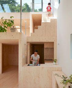 Tomohiro Hata: ridged metal home in Kobe. - Tomohiro Hata: ridged metal home in Kobe. Pitched … – Tomohiro Hata: ridged metal home in Kobe. Houses Architecture, Japanese Architecture, Interior Architecture, Interior And Exterior, Interior Design, Drawing Architecture, Plywood Interior, Le Logis, Hillside House