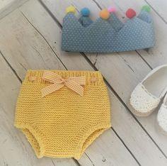Pelote de laine. Fashion Kids, Crochet Baby Sweaters, Knitting For Kids, Baby Knitting, Tapas, Baby Gear, Crochet Bikini, Bikinis, Swimwear