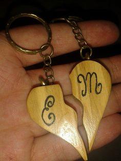 2 Portachiavi in legno d olivo per gli innamorati