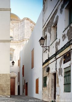 MGM arquitectos, Bis Images, Jesús Granada · Rehabilitación de viviendas para realojo · Divisare