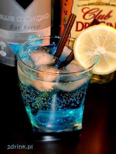 Blue Lagoon – amerykański drink na bazie ginu. Prosty, nie potrzeba do niego wielu składników, więc sprawdzi się świetnie na każdej imprezie.