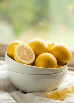 I love bowls of lemons. A bowl with bright lemons makes is a great decorative touch. Home Remedies, Natural Remedies, Natural Treatments, Lemon Lime, Lemon Bowl, Lemon Yellow, For Love And Lemons, Mellow Yellow, Fruits And Veggies