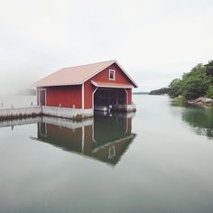 I think this could be a pretty damn cool summer cottage. You could jump out of the window for swim every morning. Who would you like to live here with? Korppoo Finland, Konsta Pulkka (Squirrel whisperer, Outdoor Photographer Based in Helsinki, Finland)