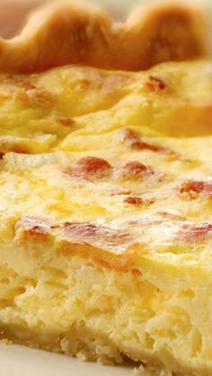 Bacon´n Cheese Quiche ~ (Leave off the crust.) This crowd-pleasing quiche only looks fancy! It's actually super easy and only takes 15 minutes to prep. What's For Breakfast, Breakfast Buffet, Breakfast Recipes, Breakfast Quiche, Simple Quiche Recipes, Quiches, Vol Au Vent, Bacon And Cheese Quiche, Ma Baker
