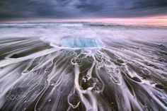 Ebb and flow in Jokulsarlon - Evening swash and backwash on the beach at Jokulsarlon, Iceland Hd Photos, Nature Photos, Fairytale Castle, Cool Websites, Iceland, Paths, Fairy Tales, Flow, Sky