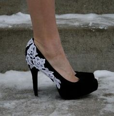 Black Heel With Venise Lace Applique Size 8 by walkinonair on Etsy