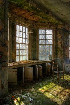 West Park Asylum Old Abandoned Buildings, Abandoned Asylums, Abandoned Places, Mental Asylum, Abandoned Hospital, Throughout The World, Melancholy, Game Design, Barns