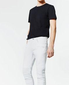PANTALÓN TEJANO MOTERO Zara, White Jeans, Mens Tops, T Shirt, Pants, Fashion, Texans, Latest Trends, Men
