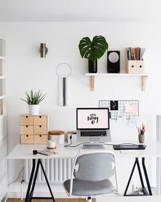 Home office decor is a very important thing that you have to make percfectly in your house. You need to make your home office decor ideas become a very awe Workspace Inspiration, Decoration Inspiration, Decor Ideas, Decorating Ideas, Desk Inspo, Ideas Prácticas, Flat Ideas, Inspiration Boards, Ideas Para