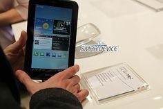 [MWC 2012] 실물에 관심 컸던 갤럭시탭2 7인치 실제는?; Samsung Galaxy Tab2 7 at MWC 2012  ... 갤노트에는 관심이 안갔는데... 갤탭2 7인치는 왠지 끌리네~  삼성이 워낙 많은 종류의 디바이스를 찍어내다보니 한개쯤은 이렇게 갖고 싶은 마음이 들게 만들기도 하는듯... ㅎㅎ