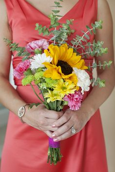 Pretty Bouquet With Eeucalyptus| Photo:  www.alyssamarie-photography.com/