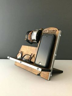 Patriotic Wood Phone Docking Station / Cell Phone Stand / Charging Station / Cell Phone Holder / Wood Phone Stand / Organizer / Valet Holder - Iphone 6 Stand - Ideas of Iphone 6 Stand Iphone Holder, Iphone Stand, Cell Phone Stand, Iphone Phone, Cell Phone Holder, Diy Phone Case, Wood Phone Holder, Iphone S6 Plus, Minnie Toys