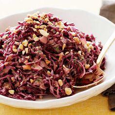Oosterse rode kool salade met pinda's