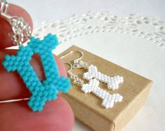 Seed Bead Bones Earrings with Sterling Silver Earwires - Peyote Stitch Seed Bead Jewelry, Seed Bead Earrings, Beaded Earrings, Beaded Jewelry, Seed Beads, Seed Bead Patterns, Jewelry Patterns, Beading Patterns, Beading Projects