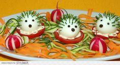 Inšpirujte sa a vytvorte prekrásne predjedlá ktoré zaujmu - Báječné recepty Cute Snacks, Snacks Für Party, Cute Food, Good Food, Fruit Decorations, Food Decoration, Food Art For Kids, Food Carving, Food Garnishes