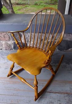 Continuous Arm Windsor Rocking Chair by Luke A. Barnett of Barnett Chairs Old Chairs, Antique Chairs, Primitive Furniture, Vintage Furniture, Buy Chair, Woodworking Magazine, Popular Woodworking, Red Oak, Milk Paint