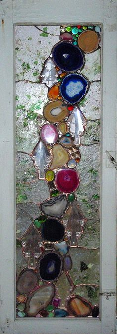 Jap - glue sea glass and agate slices to an old window, outline with stained glass caming ( or a tube of black silicone) to make an Art window (ideas for art stained glass) Mosaic Projects, Stained Glass Projects, Stained Glass Patterns, Stained Glass Art, Stained Glass Windows, Fused Glass, Glass Glue, Window Glass, Mosaic Ideas