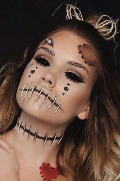 Looking for for ideas for your Halloween make-up? Browse around this website for scary Halloween makeup looks. Voodoo Doll Makeup, Makeup Clown, Costume Makeup, Face Makeup, Beautiful Halloween Makeup, Creepy Halloween Makeup, Scary Halloween, Basic Halloween Costumes, Scary Costumes