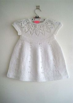 Poppy Dress Knitting pattern by Suzie Sparkles - Babysachen Knitting Baby Girl, Knitting For Kids, Baby Knitting Patterns, Crochet Baby, Knitting Yarn, Free Knitting, Girls Knitted Dress, Knit Baby Dress, Lace Patterns