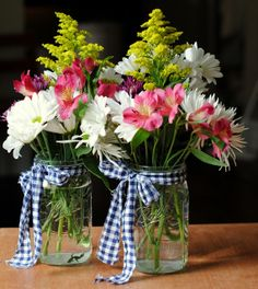 Gingham Scraps Arrangement: This easy-to-make flower arrangement could be your next go-to gift. Just tie a piece of gingham fabric around your Mason jar and add a bouquet. Click through to find more pretty mason jar flower arrangements to try this summer. Mason Jar Flower Arrangements, Mason Jar Flowers, Mason Jar Centerpieces, Floral Centerpieces, Floral Arrangements, Centerpiece Wedding, Kitchen Centerpiece, Flower Vases, Summer Flower Arrangements