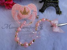 Swarovski, Baby Alive, My Baby Girl, Ideias Fashion, Crochet, Creative, Pacifiers, Sims, Dresses