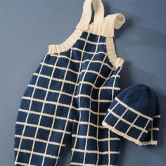 This adorable and elegant baby overalls/dungarees pattern makes an ideal gift for any baby. It's in pure organic cotton. This knitting pattern is for intermediate knitters Baby Overalls, Dungarees, Linnet, Coton Bio, Blue Wool, Garter Stitch, Baby Accessories, Pattern Making, Knitting Patterns